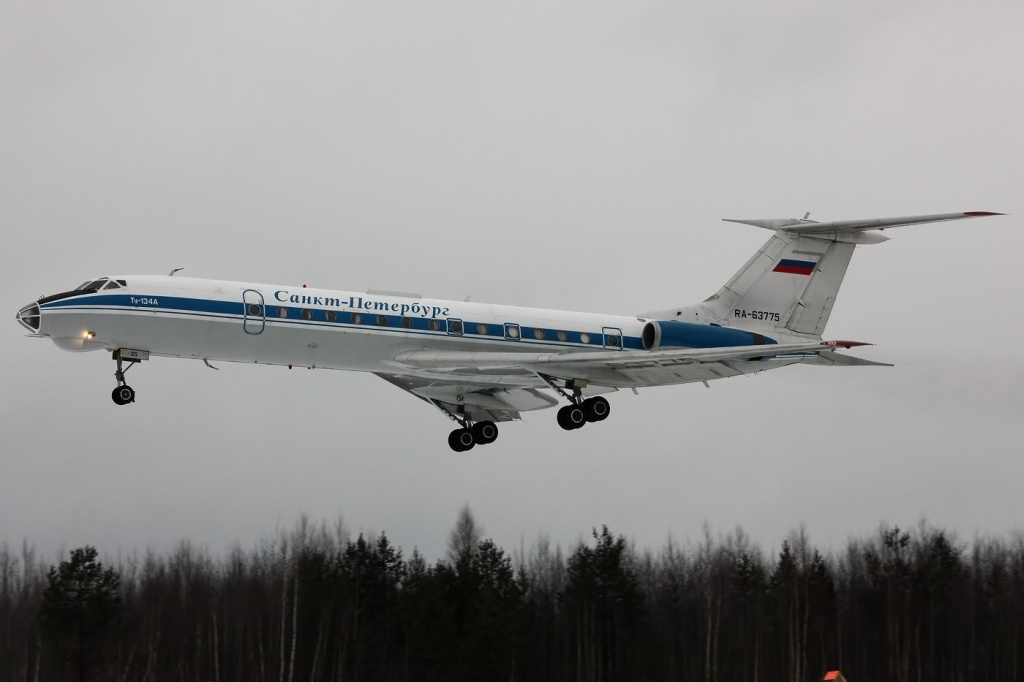 Tupolev_Tu-134AK,_Russia_-_Air_Force_AN1472223.jpg